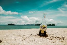 beach-1869523_1920.jpg